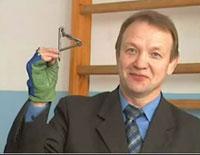 """Николай Сотский демонстрирует свой фирменный """"узел Сотского"""""""